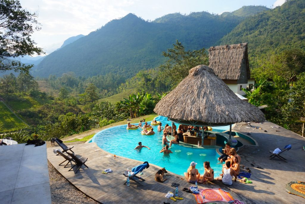 lustrumreis-guatemala-zephyr-lodge-infinity-pool