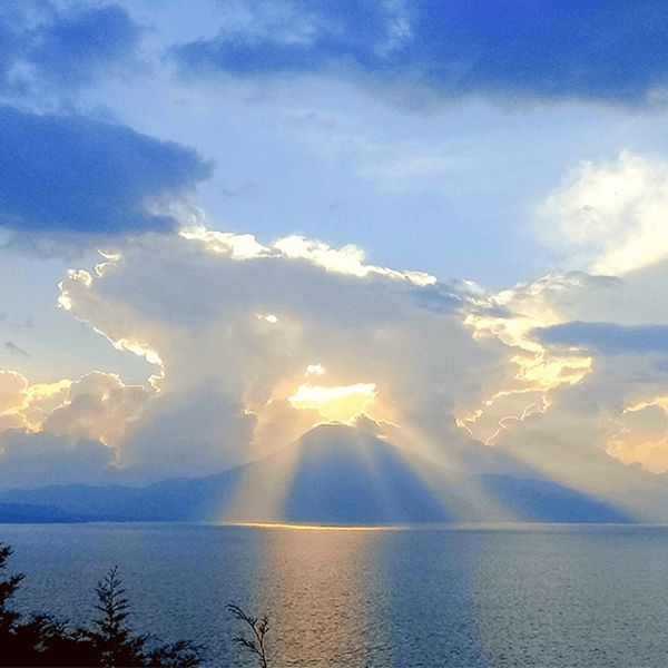 Bezoek Lake Atitlan tijdens je lustrumreis door Guatemala