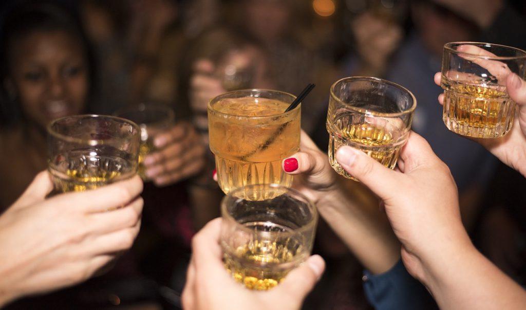 Lustrumreis bar drinks cheers small 123