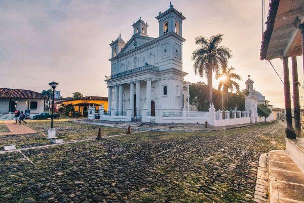 Bezoek het dorpje Suchitoto tijdens je lustrumreis in El Salvador