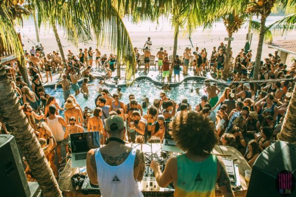 Lustrumreis Nicaragua Sunday Funday Poolparty