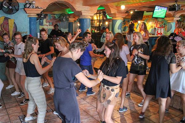 Salsa-dansen-Guatemala-Antigua