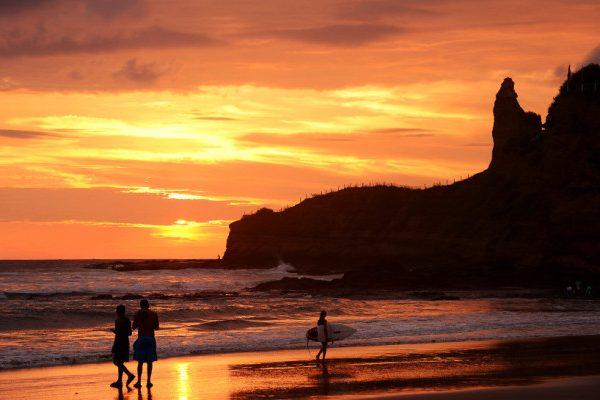 lustrumreis ecuador montanita sunset