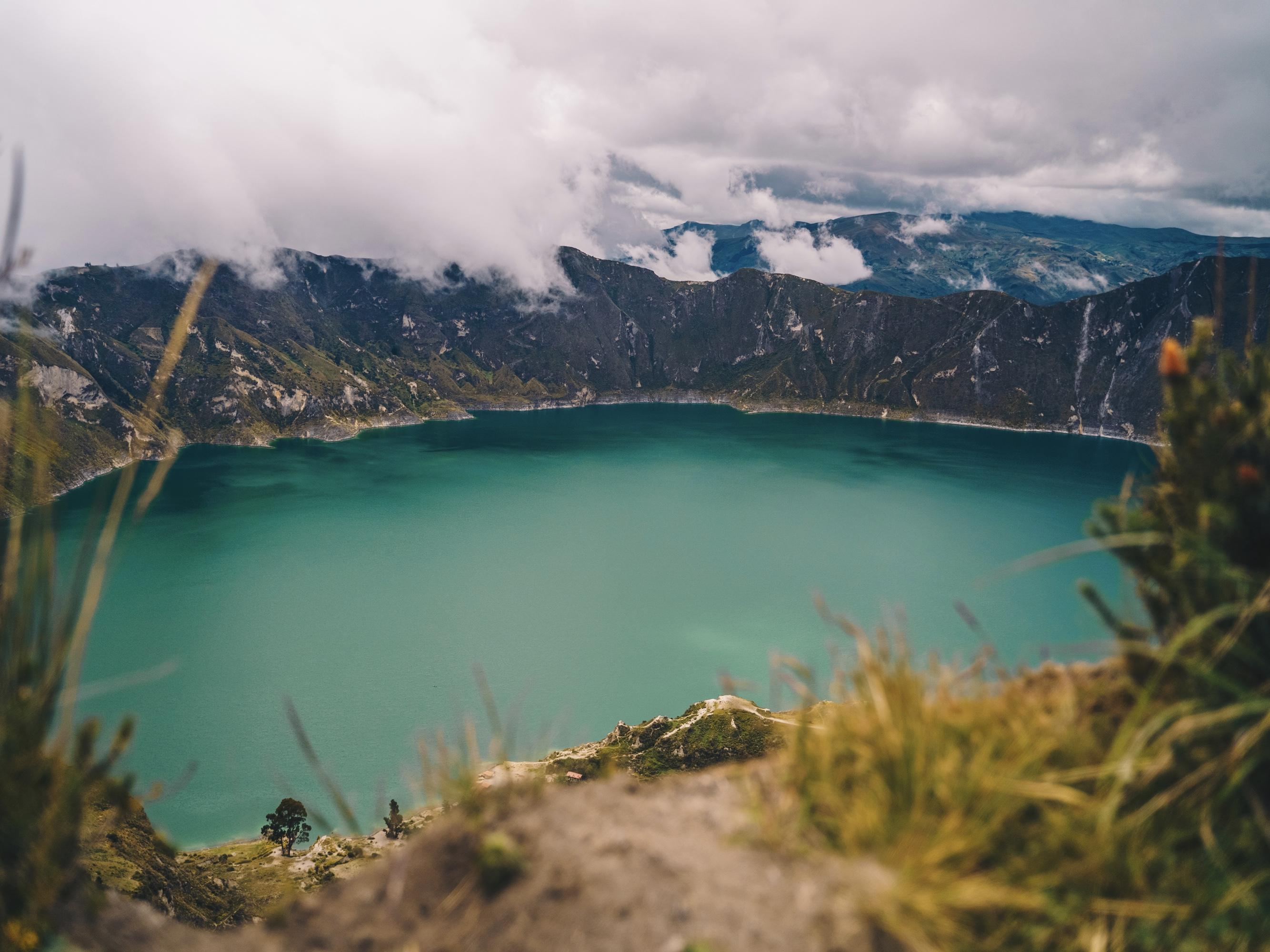 hike ecuador quilatoa